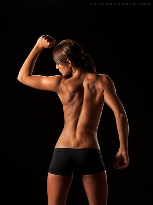 girl-muscle-hot[1].jpg